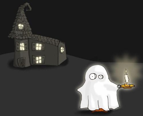 призрак со свечей около дома