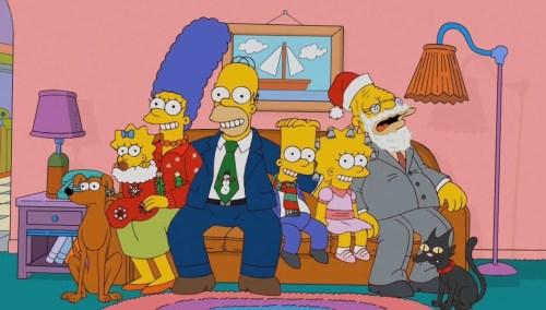 симпсоны в сборе на диване